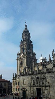 Plaza de la Quintana. Torro do Reloxo y Puerta Santa. Santiago de Compostela