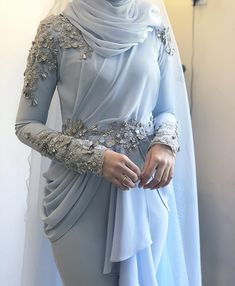 Image may contain: one or more people and people standing Muslim Prom Dress, Muslimah Wedding Dress, Hijab Evening Dress, Hijab Dress Party, Hijab Style Dress, Modest Fashion Hijab, Abaya Fashion, Evening Dresses, Fashion Dresses