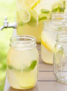 love this idea! drinks in mason jars. sweet wedding idea.