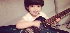 Rock Star Baby: Quer ajudar a desenvolver o lado musical da vida de seus filhos? Fiz uma listinha com 5 comprinhas que indico para bebês e crianças que gostam de música. Desde brinquedos até roupinhas cheias de atitude e estilo rock star!