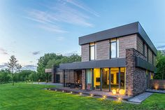 10 Amazing Contemporary House Designs For Your New Family - Trend Home Ideas Home Look, Style At Home, Eclectic Design, Modern Design, Wooden House Design, Wooden Trellis, Architectural Materials, Interior And Exterior, Architecture Design