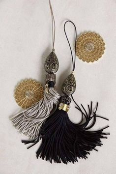Tassels wrapped with contrasting thread, filigree beadcaps with dangles from petals Diy Jewelry, Beaded Jewelry, Hair Rubber Bands, Saree Tassels, Tassel Curtains, Glands, Diy Tassel, Passementerie, Yarn Crafts