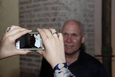 """McCurry meets his fans during his stay in Perugia for the exhibition """"Sensational Umbria"""" #McCurry #SensationalUmbria #SU14 #history #Perugia #mostra #Fotografia #Photography #exhibition #Umbria #people #fan"""