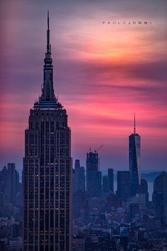 """New York City  """"Perché sono salito quassù? Chi indovina?"""" """"Per sentirsi alto"""". """"No. Sono salito sulla cattedra per ricordare a me stesso che dobbiamo sempre guardare le cose da angolazioni diverse. E il mondo appare diverso da quassù. Non vi ho convinti? Venite a vedere voi stessi. Coraggio! È proprio quando credete di sapere qualcosa che dovete guardarla da un'altra prospettiva"""".  L'attimo fuggente"""