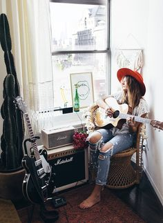 Tessa Barton: NYC Apartment & Giveaway Jam space music