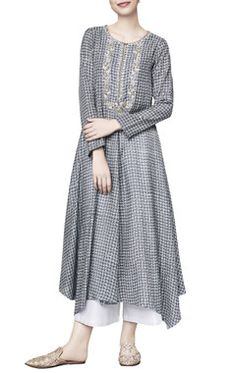 Shop Anita Dongre Grey silk printed azalea straight tunic , Exclusive Indian Designer Latest Collections Available at Aza Fashions Printed Kurti Designs, Silk Kurti Designs, Blouse Designs, Latest Kurti Designs, Pakistani Fashion Casual, Ethnic Fashion, Indian Fashion, Pakistani Dresses, Indian Dresses