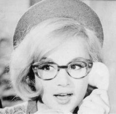 """""""Μοντέρνα σταχτοπούτα"""" Αλίκη Βουγιουκλάκη Round Glass, Glasses, Eyewear, Eyeglasses, Eye Glasses"""