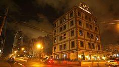 El Victoria es un hotel pequeño, elegante y céntrico de estilo boutique situado en la zona residencial de El Vedado, a tan sólo unos pasos del hotel Nacional de Cuba, el Malecón habanero y el mítico club El Gato Tuerto.