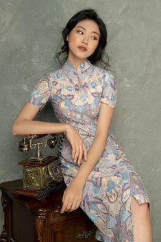 Elegant Dresses For Women, African Dresses For Women, Beautiful Dresses, Cheongsam Modern, Batik Fashion, New Years Dress, Cheongsam Dress, Batik Dress, Oriental Fashion