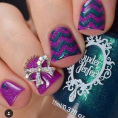Fun mani by @polishedjess using our Chevron Nail Vinyls found at snailvinyls.com. Our biggest Summer sale is going on now! 20% Off plus a FREE Stencil Variety Pack ($19.99 value) w/$25 purchase. Free shipping too! Code: STENCILME