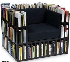 Ik vindt dit wel een bijzondere stoel, omdat het op een boekenkast lijkt.