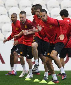 The lads prepare for a tough test in Bilbao... #MUFC