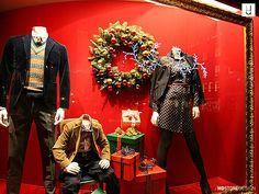 21 IDEIAS BARATAS PARA VITRINE DE NATAL 2017 | Punk, Holiday, Style, Christmas Window Display, Stage Design, Christmas Decor, Roaches, Ideas, Display Cases