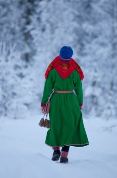 We love this traditional female Gakti costume! Culture Clothing, Folk Clothing, Norway Culture, Popular Costumes, Norwegian Style, Tribal People, Scandinavian Style, Traditional Dresses, Sweden