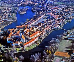 Telc, one of the kind! Places To Travel, Places To Visit, Prague Czech Republic, Heart Of Europe, Famous Castles, Central Europe, Countries Of The World, Trip Planning, Beautiful Places