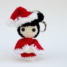 Porte clés: Kokeshi scintillante de Noël : Porte clés par le-royaume-des-tetes-d-epingles