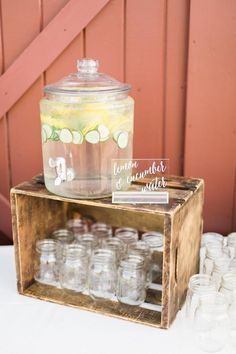Deco Baby Shower, Shower Party, Backyard Bridal Showers, Food Signs, Wedding Catering, Grad Parties, Anniversary Parties, Baby Shower Decorations, Picnic Decorations