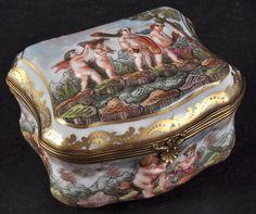A Capo Di Monte Shaped Porcelain Trinket Box