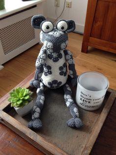 Timmy time Crochet Crafts, Crochet Toys, Crochet Projects, African Flower Crochet Animals, Crochet Flowers, Flower Patterns, Crochet Patterns, Timmy Time, Flower Granny Square