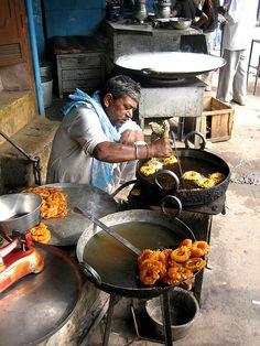 Street Food: Jalebi . Old Delhi, India★ ♥ ♡༺✿ ☾♡ ♥ ♫ La-la-la Bonne vie ♪ ♥❀ ♢♦ ♡ ❊ ** Have a Nice Day! ** ❊ ღ‿ ❀♥ ~ Mon 15th June 2015 ~ ❤♡༻ ☆༺❀ .•` ✿⊱ ♡༻ ღ☀ᴀ ρᴇᴀcᴇғυʟ ρᴀʀᴀᴅısᴇ¸.•` ✿⊱╮ ♡ ❊