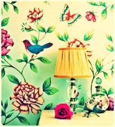 I love floral wallpaper <3