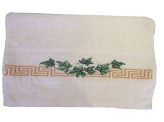 Serviette de toilette brodée main feuilles de lierre : Textiles et tapis par emilie-broderie / Alittlemarket.com