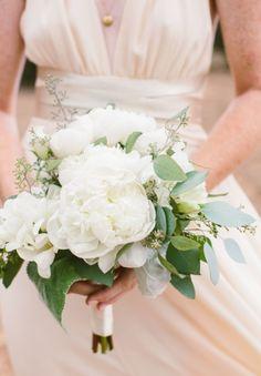 photo by jennifer emerling | bride made her own bouquet after taking flower arranging 101 online