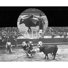 04/1912SAN SEBASTIAN. PRIMERA CORRIDA. 1.-COCHERITO EN UNA VERÓNICA. 2.- BOMBITA DESPUÉS DE UN QUITE. FOTOS: OARSO: Descarga y compra fotografías históricas en | abcfoto.abc.es