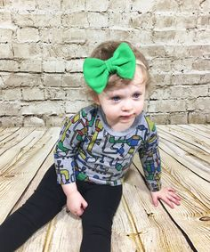 Green Bow Headband- Green Bow; Green Hair Bow; Green Nylon Headband; Baby Headband; Baby Nylon Headbands; Bow Headband; Big Bow Headband by SuVernBowtique on Etsy