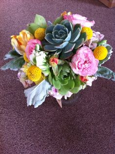 We love the colors in this wedding bouquet.