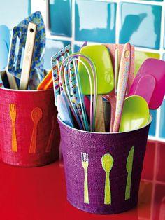 Conjunto de espátula, rasqueta y pincel en silicona de colores. Cubiertos para niños