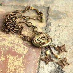 "wheretreasuresreside:  ""Vintage Jewelry"" at Pinterest"