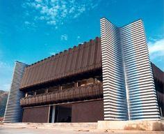 Carlos Cruz-Diez. Fachada de 4 módulos de Induction du Jaune. Sede de la Asociación de Ejecutivos del Estado Carabobo, Valencia