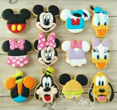 New Cupcakes Decoration Disney Mickey Mouse Party Ideas Ideas - Cake Decorating Dıy Ideen Mickey Cake Pops, Mickey Mouse Cookies, Fiesta Mickey Mouse, Mickey Cakes, Mickey Mouse Parties, Mickey Mouse And Friends, Mickey Party, Disney Parties, Mickey Sugar Cookies
