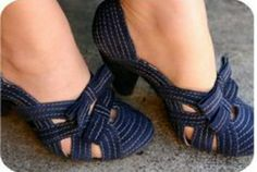 """Perfect blue shoes - since I""""m not a heel girl (just look up what ballerina feet look like) , I love these low heels Pretty Shoes, Beautiful Shoes, Crazy Shoes, Me Too Shoes, Shoe Boots, Shoes Heels, Bow Shoes, Low Heel Shoes, Suede Shoes"""