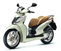 """"""" Malaguti Centro """"  125 cc and 2 pax  In Italy you can drive it with the driving licence for car"""