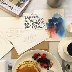 O penúltimo dia da #NYFW começa com desfile de @michaelkors (no clique a mensagem enviada pelo estilista à nossa editora de moda @viviansotocorno no QG da Vogue nesta temporada o hotel @thekincknyc) e segue agitado com apresentações da Delpozo Brooks Brothers e Ralph Lauren. Vogue mostra tudo por aqui! #voguenanyfw  via VOGUE BRASIL MAGAZINE OFFICIAL INSTAGRAM - Fashion Campaigns  Haute Couture  Advertising  Editorial Photography  Magazine Cover Designs  Supermodels  Runway Models