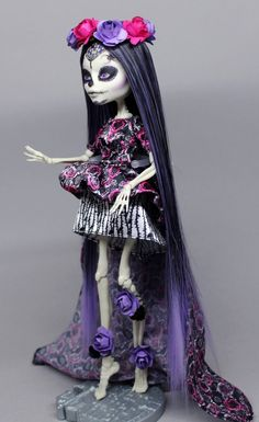 Repaint the Interior of Your Home Custom Monster High Dolls, Monster Dolls, Monster High Repaint, Custom Dolls, Pokemon Dolls, Monster High Characters, Cool Monsters, Gothic Dolls, Doll Repaint