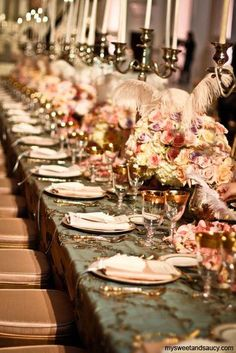 LIKE if you also think this is a beautiful table for a wedding! pinned with Pinvolve