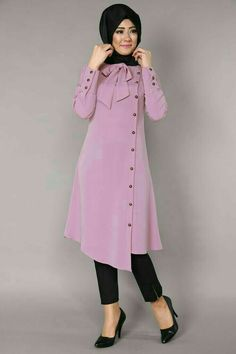 Stunning Button Front Tunic Outfit Ideas for Hijabies – Girls Hijab Style & Hijab Fashion Ideas Islamic Fashion, Muslim Fashion, Modest Fashion, Fashion Dresses, Modern Hijab Fashion, Modest Dresses, Stylish Dresses, Kurta Designs, Blouse Designs