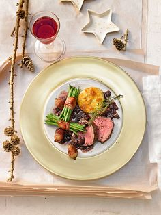 Rinderfilet mit Port- und Rotweinsauce auf meine Art Beef fillet with port and red wine sauce in my way 1 Gourmet Recipes, Beef Recipes, Beef Fillet, How To Cook Beef, Xmas Dinner, Best Meat, Xmas Food, Wine Sauce, Asparagus Recipe