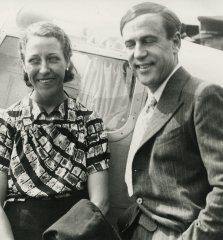 Amy Johnson was born in Hull in She studied at Sheffield University and then moved to London where she learned to fly at the Stag Lane aerodrome, Edgware. Amy Johnson, Royal Air Force, Dr Who, Arts, 1930s, Perspective, Photos, Husband, Actresses