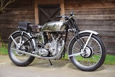 Robert Watson's restored Vincent TT Replica had only 70 percent of its parts when it was bought. (Story and photos by Robert Smith. Motorcycle Classics — May/June Womens Motorcycle Helmets, Motorcycle Bike, Motorcycle Girls, American Motorcycles, Vintage Motorcycles, Honda Motorcycles, Vincent Motorcycle, Cafe Racer Style, Vintage Cycles