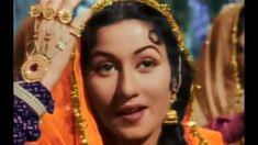 Madhu Bala Vintage Bollywood, Tulips, Princess Zelda, Drop Earrings, Hair Styles, Beauty, Gold, Fashion, Moda