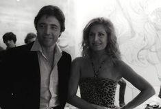 Dalida dans un show télé aux côtés de Sacha Distel en 1981.