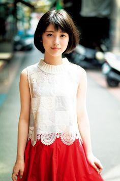 画像(2/16) 浜辺美波、サンタ帽に笑顔!クリスマスプレゼントは? | NewsWalker Beautiful Japanese Girl, Japanese Beauty, Beautiful Asian Women, Asian Beauty, Cute Fashion, Asian Fashion, Kawai Japan, Prity Girl, Pretty Asian