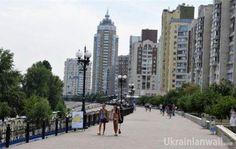 Дощ  прийде до того, кому він треба. Все — за прогнозом — синоптик http://ukrainianwall.com/blogosfera/doshh-prijde-do-togo-komu-vin-treba-vse-za-prognozom-sinoptik/  Прогноз перетворився у фактичну ось цю картину. Захід очистився від фронтальних хмар, частина півночі - також. А на сході та півдні спостерігаються дощові грозові осередки.   Опади гуляють локально, як