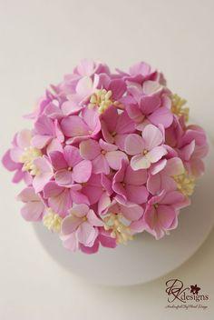 Fondant Flower Cake, Fondant Bow, Fondant Cakes, Plastic Flowers, Felt Flowers, Whimsical Wedding Flowers, Crochet Bouquet, Fondant Figures Tutorial, Handbag Cakes