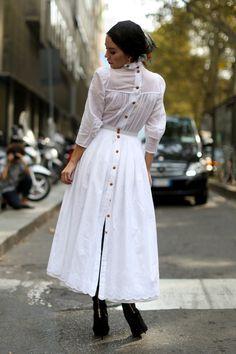 Attendees at Milan Fashion Week Spring 2014 - Street Fashion Nice Dresses, Casual Dresses, Summer Dresses, Long Skirt Looks, Hijab Fashion, Fashion Dresses, Country Dresses, Russian Fashion, Street Chic