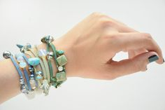 Looking for free jewelry making projects for wrap bracelets? This Dragonfly Roundup Wrap Bracelet is the perfect projects for you! It's simple and cute wrap bracelet that you can make for yourself or your favorite person. Hippie Jewelry, Beach Jewelry, Sea Glass Jewelry, Wire Jewelry, Macrame Jewelry, Body Jewelry, Jewelry Art, Unique Bracelets, Jewelry Bracelets
